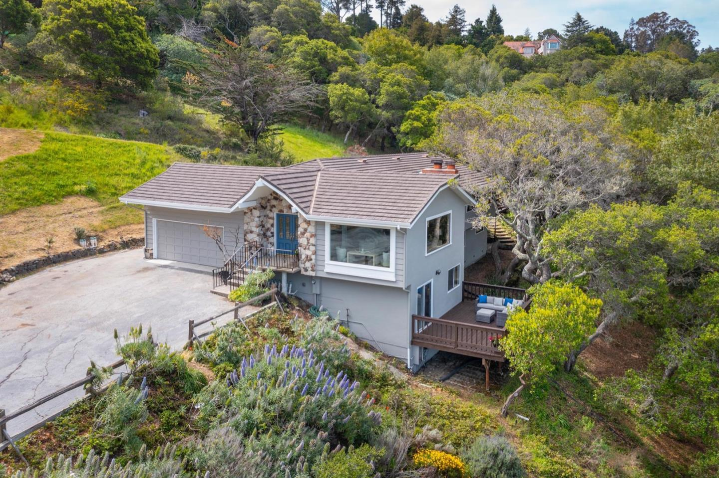 Detail Gallery Image 1 of 35 For 95 Lookout Rd, Hillsborough,  CA 94010 - 5 Beds   3 Baths