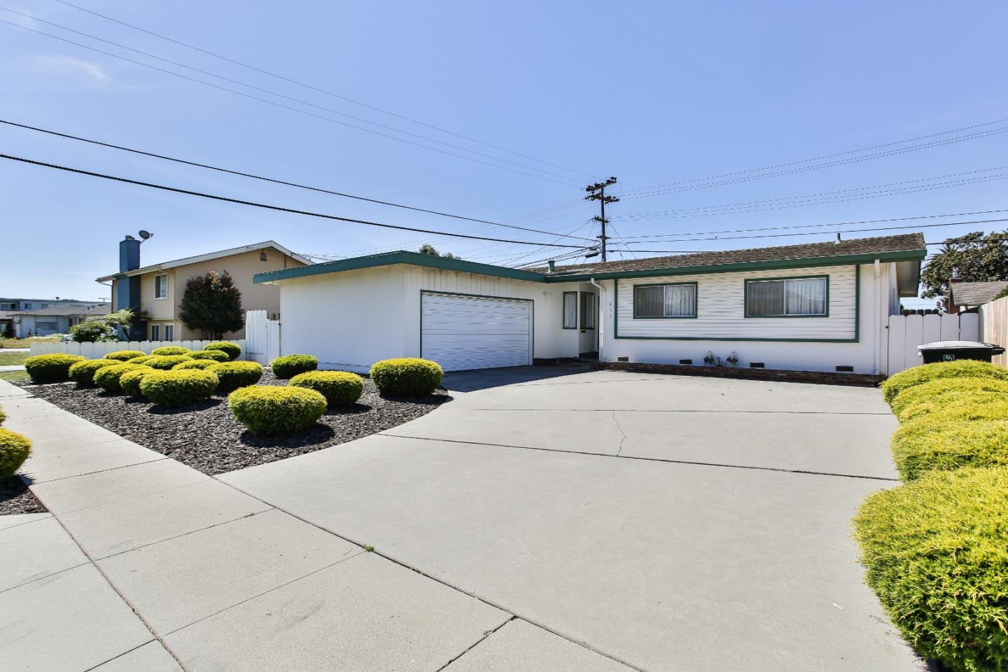 Detail Gallery Image 1 of 1 For 811 Archer St, Salinas,  CA 93901 - 4 Beds   2 Baths
