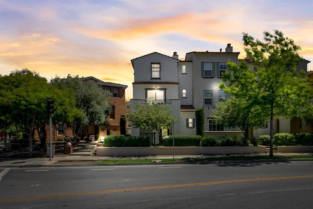 Detail Gallery Image 1 of 43 For 201 Okeefe Way, Mountain View,  CA 94041 - 3 Beds   3/1 Baths