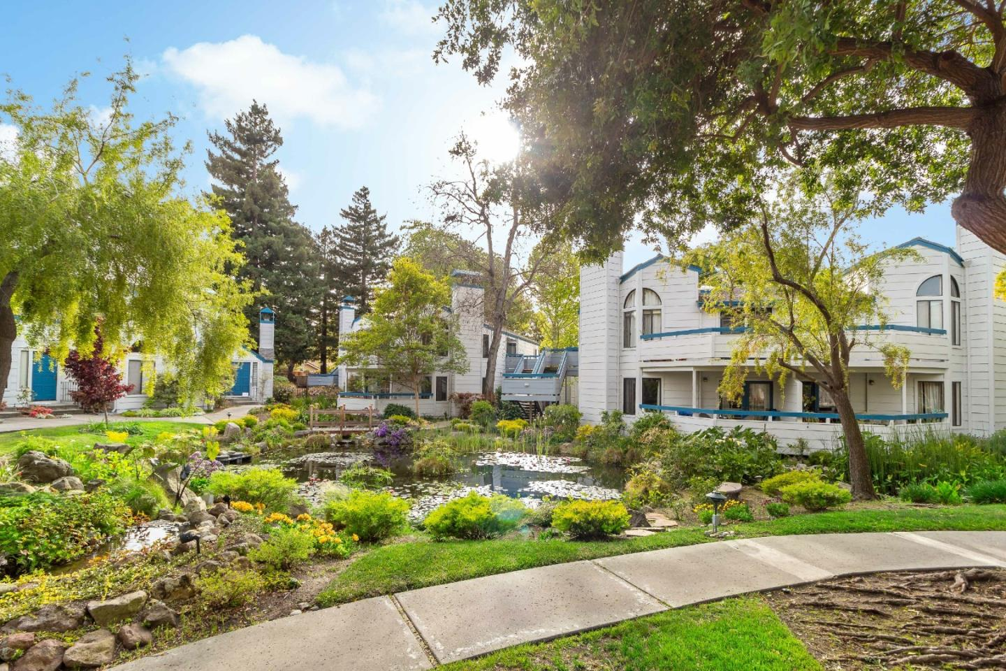 Detail Gallery Image 1 of 51 For 248 Walker Dr #13,  Mountain View,  CA 94043 - 2 Beds   2 Baths