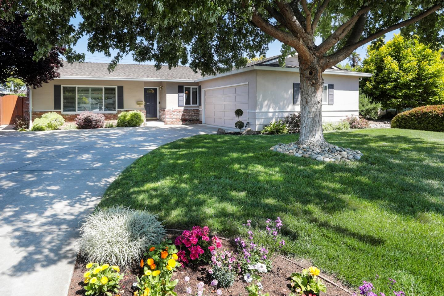 Detail Gallery Image 1 of 1 For 62 Herbert Ln, Campbell,  CA 95008 - 3 Beds   2 Baths