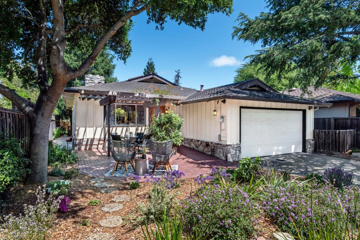 Detail Gallery Image 1 of 1 For 285 Valley St, Los Altos,  CA 94022 - 3 Beds | 2 Baths