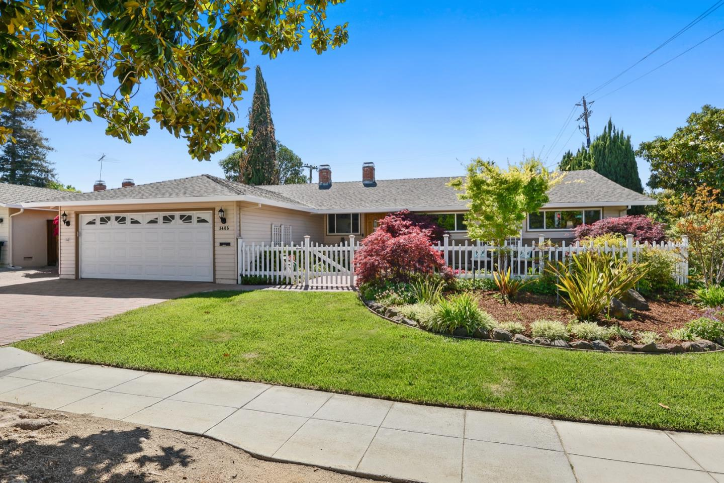Detail Gallery Image 1 of 1 For 1405 Hollenbeck Ave, Sunnyvale,  CA 94087 - 3 Beds   2 Baths