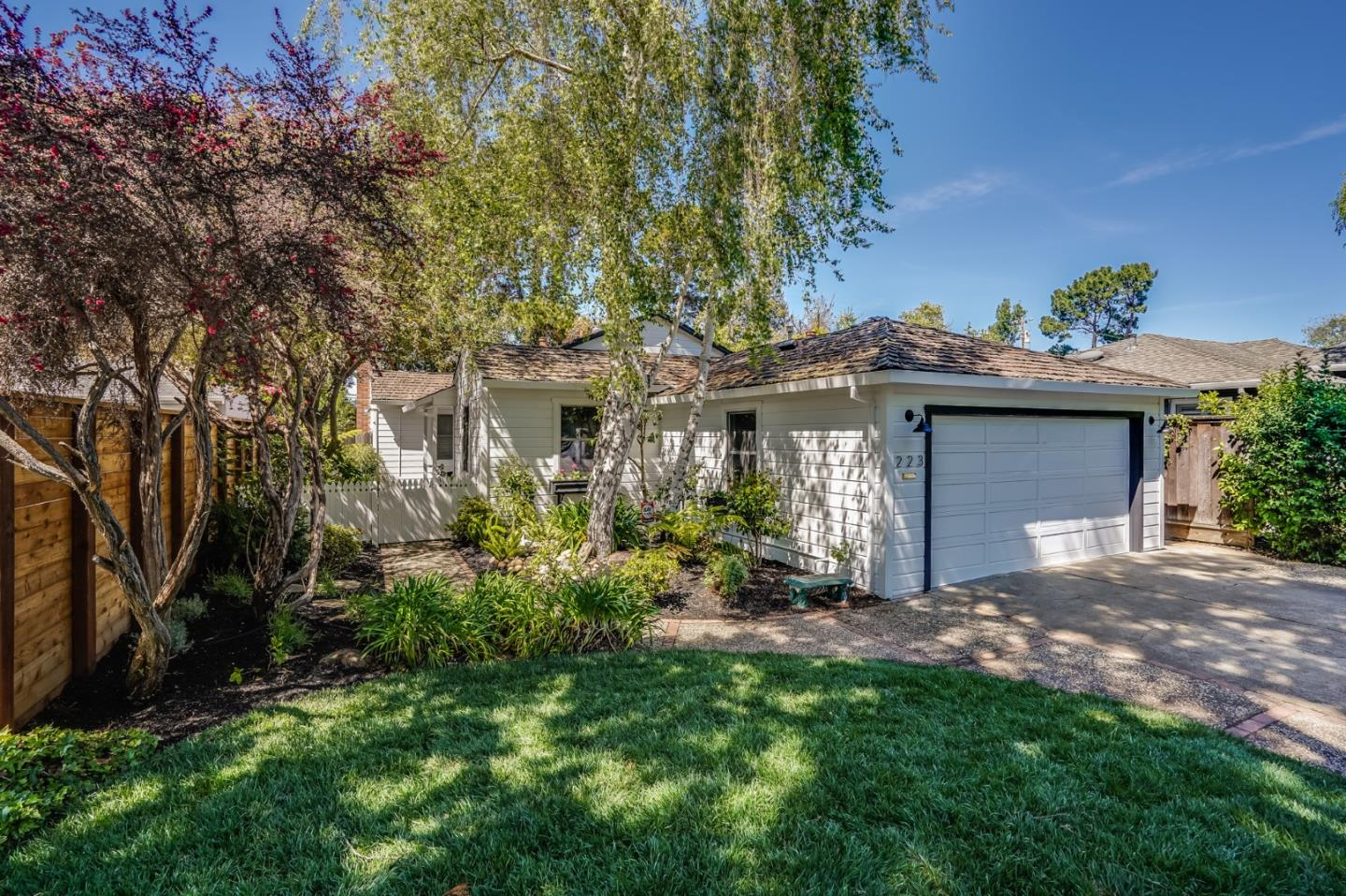 Detail Gallery Image 1 of 1 For 223 Hedge Rd, Menlo Park,  CA 94025 - 3 Beds | 1 Baths