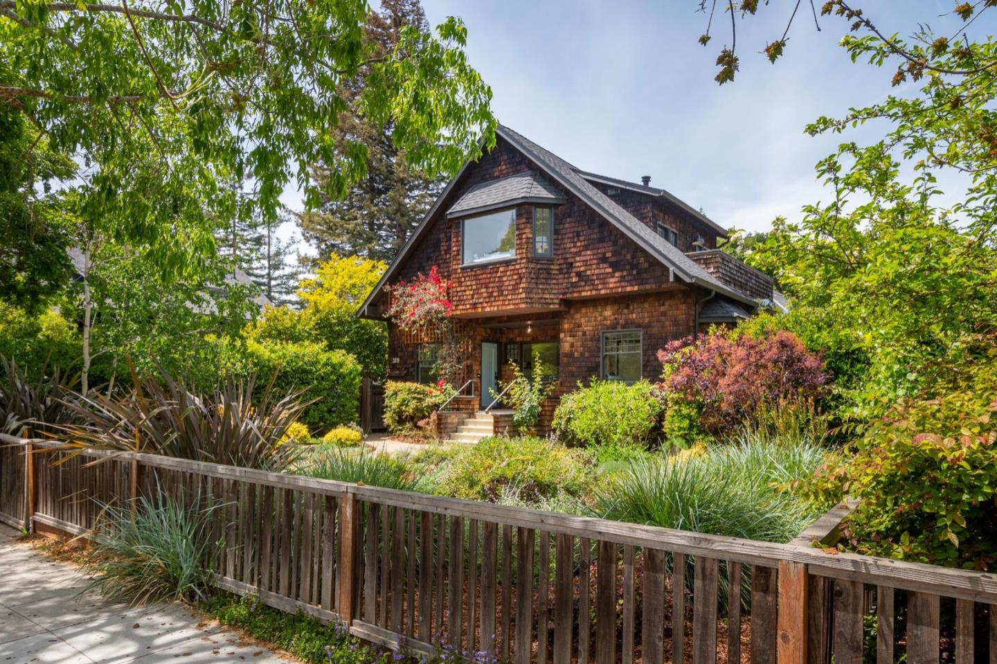Detail Gallery Image 1 of 1 For 319 Addison Ave, Palo Alto,  CA 94301 - 5 Beds   3 Baths