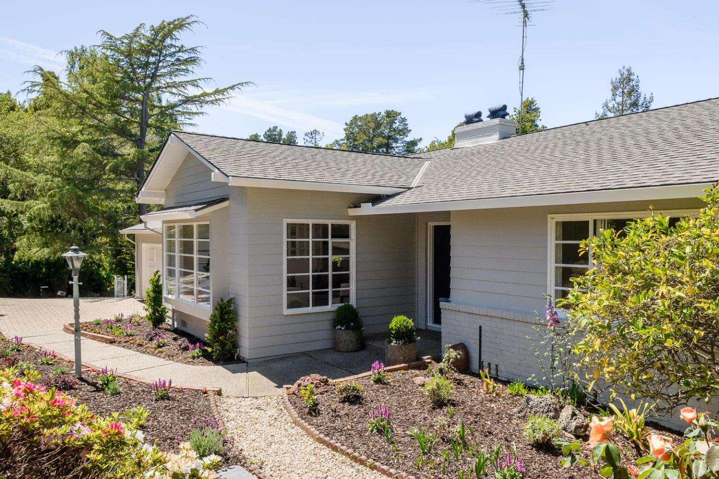 Detail Gallery Image 1 of 1 For 10 Panorama Ct, Hillsborough,  CA 94010 - 4 Beds | 2/1 Baths