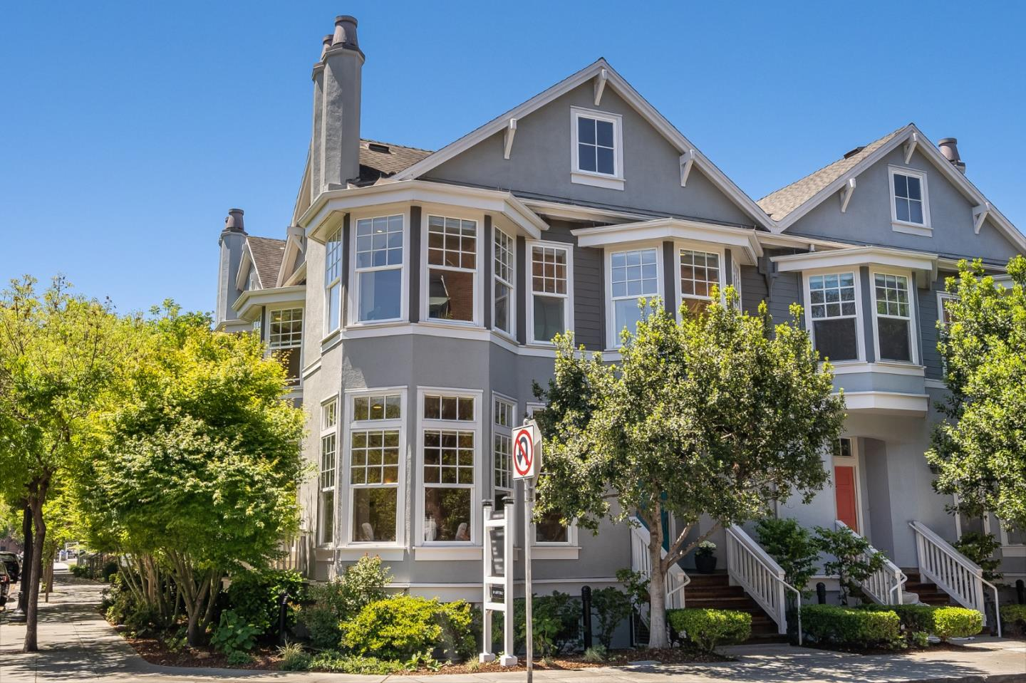 Detail Gallery Image 1 of 1 For 903 W Dana St, Mountain View,  CA 94041 - 2 Beds | 2/1 Baths