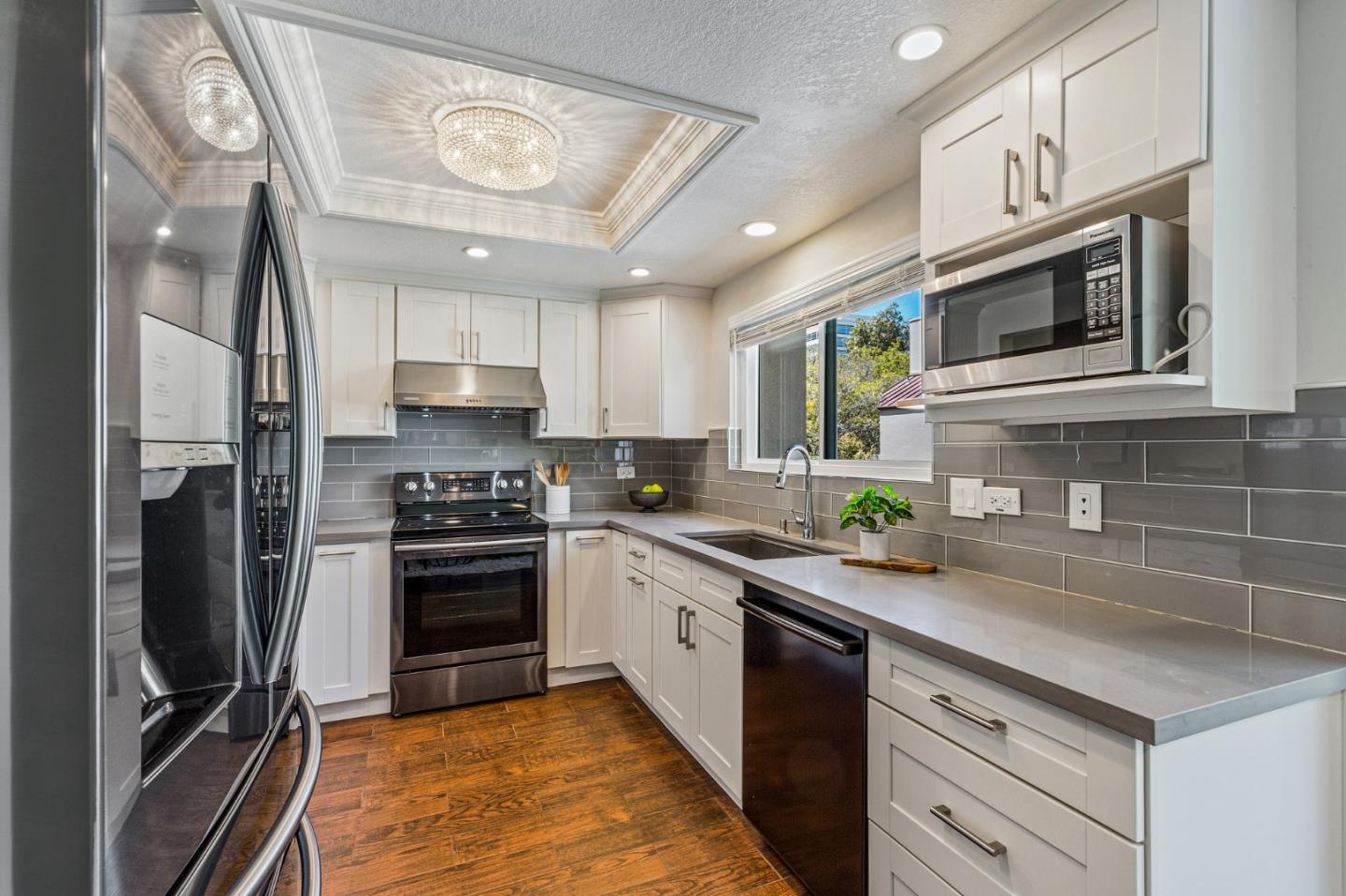 Detail Gallery Image 1 of 1 For 145 E Court Ln, Foster City,  CA 94404 - 2 Beds | 2/1 Baths