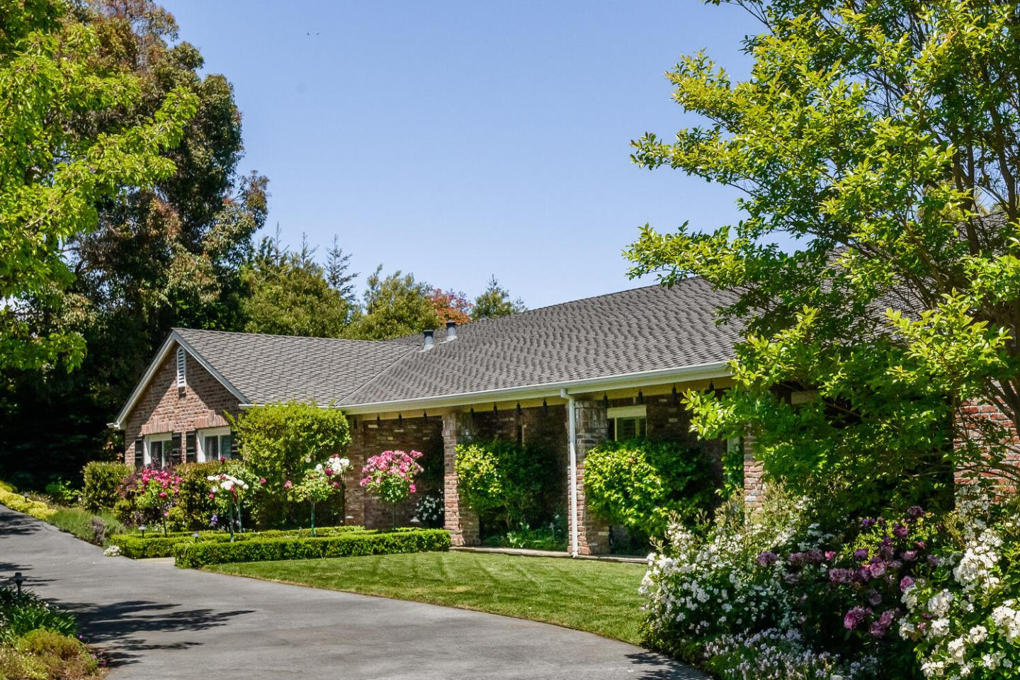 Detail Gallery Image 1 of 1 For 1015 Bridle Way, Hillsborough,  CA 94010 - 4 Beds   3/1 Baths