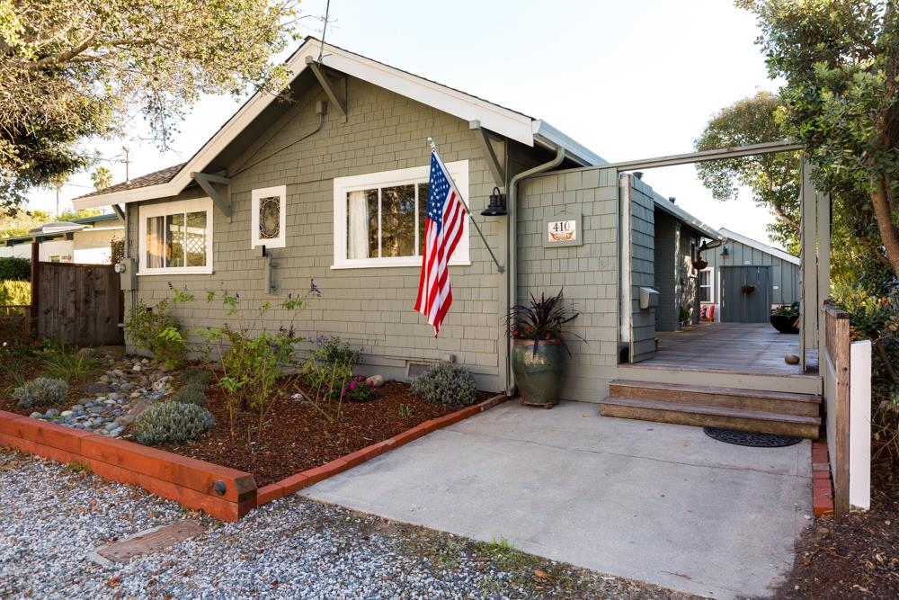 Detail Gallery Image 1 of 28 For 410 12th Ave, Santa Cruz,  CA 95062 - 3 Beds   2 Baths