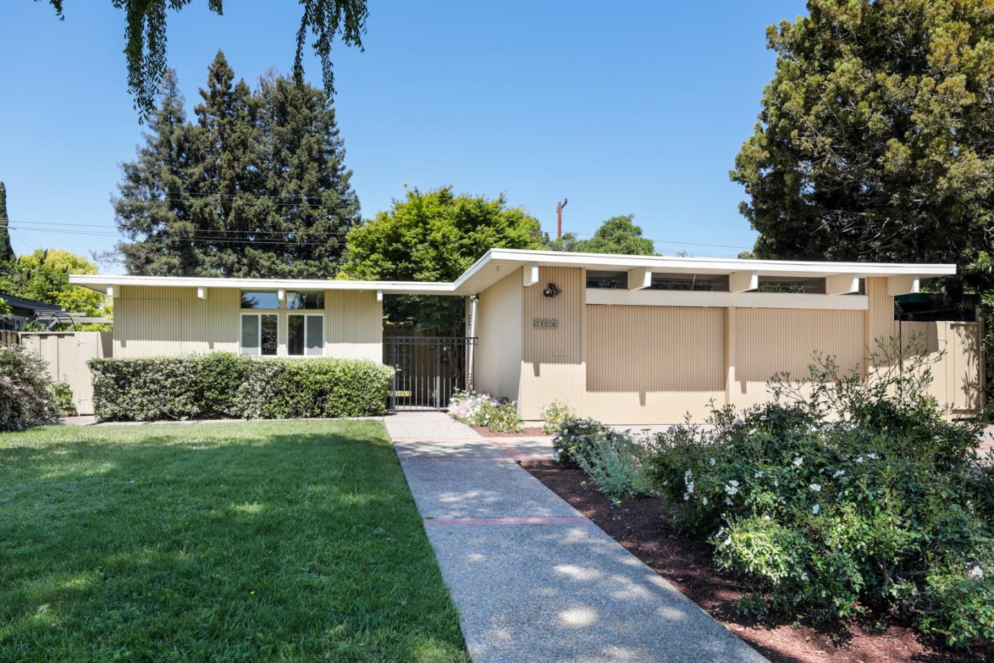 Detail Gallery Image 1 of 1 For 963 Oregon Ave, Palo Alto,  CA 94303 - 4 Beds | 2 Baths