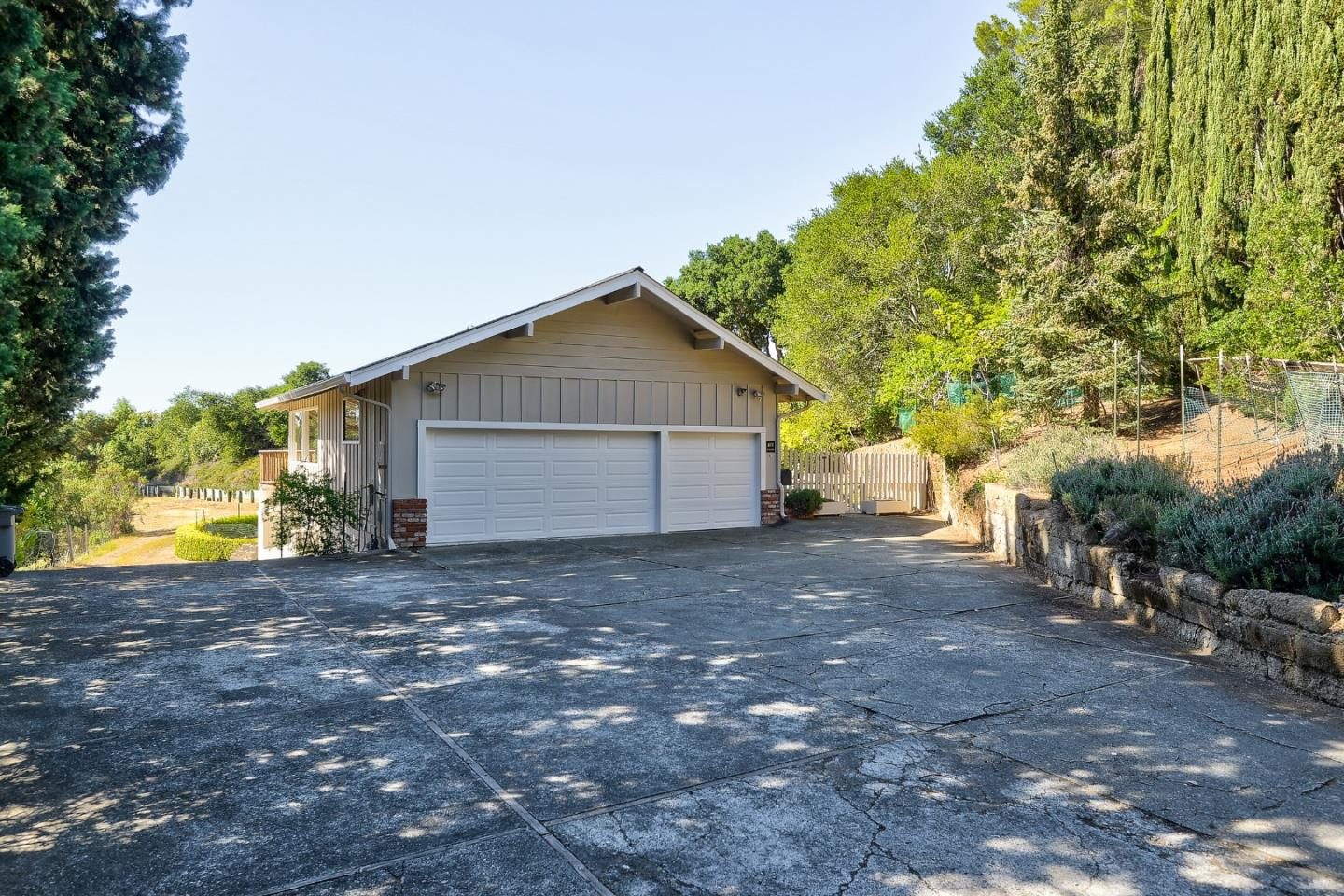 Detail Gallery Image 1 of 1 For 10737 Magdalena Rd, Los Altos Hills,  CA 94024 - 5 Beds | 4/1 Baths
