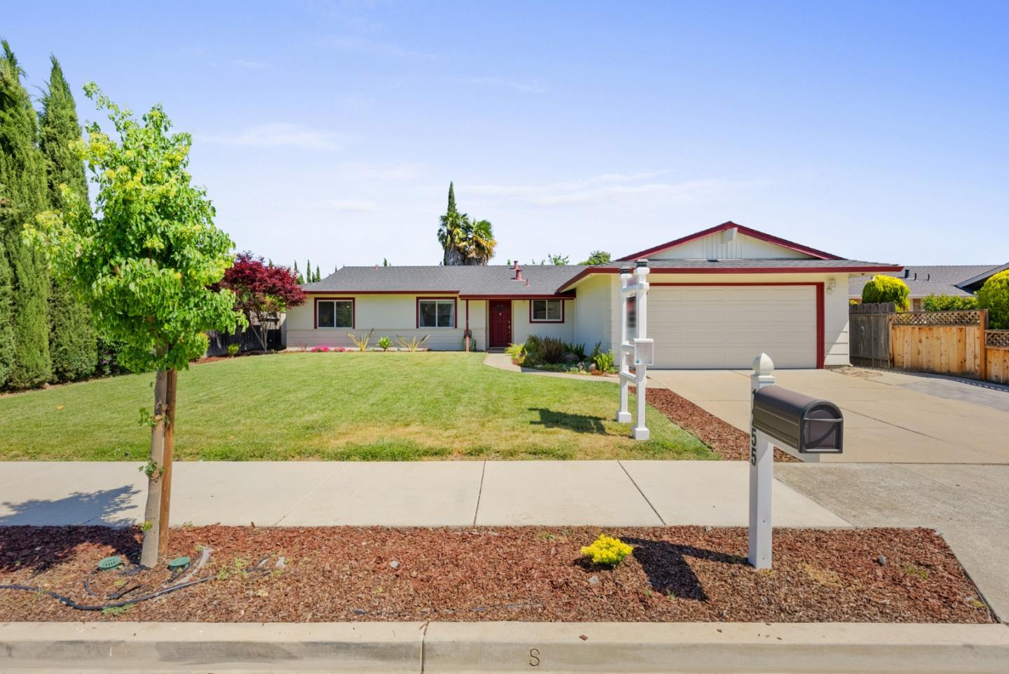 Detail Gallery Image 1 of 1 For 1255 Chesbro Way, Gilroy,  CA 95020 - 4 Beds   2 Baths