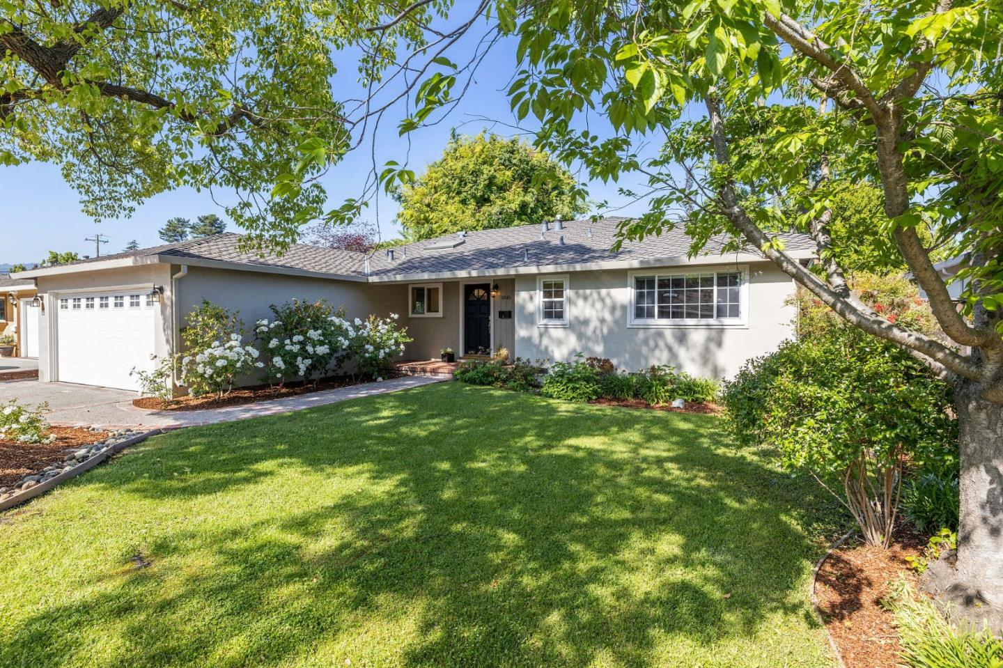 Detail Gallery Image 1 of 1 For 1816 Appletree Ln, Mountain View,  CA 94040 - 3 Beds | 2 Baths