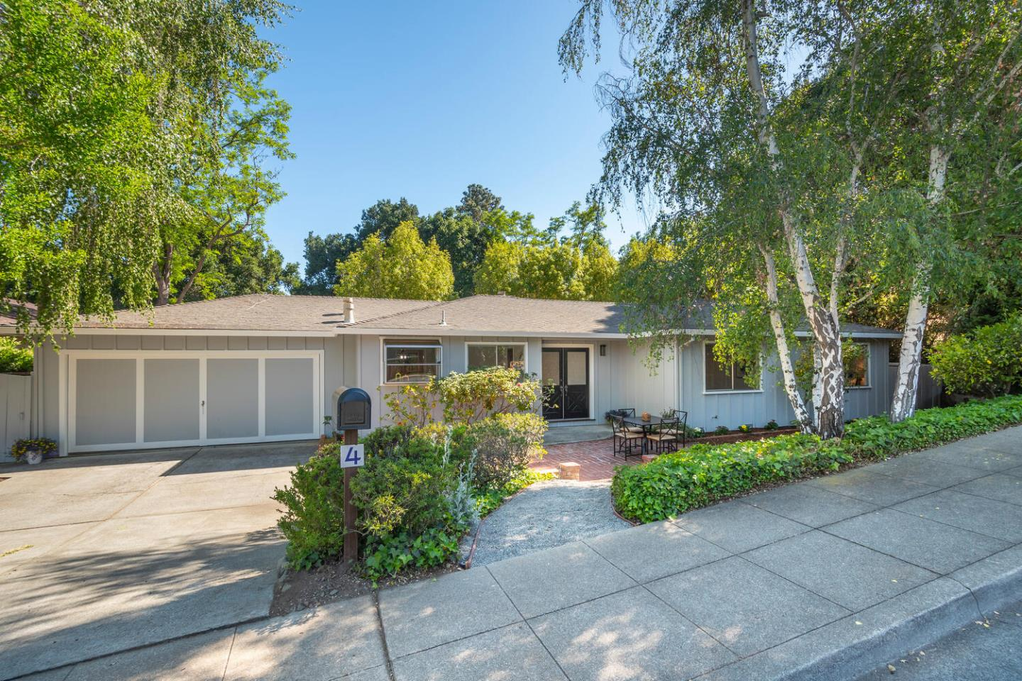 Detail Gallery Image 1 of 1 For 4 Stowe Ln, Menlo Park,  CA 94025 - 3 Beds | 2 Baths