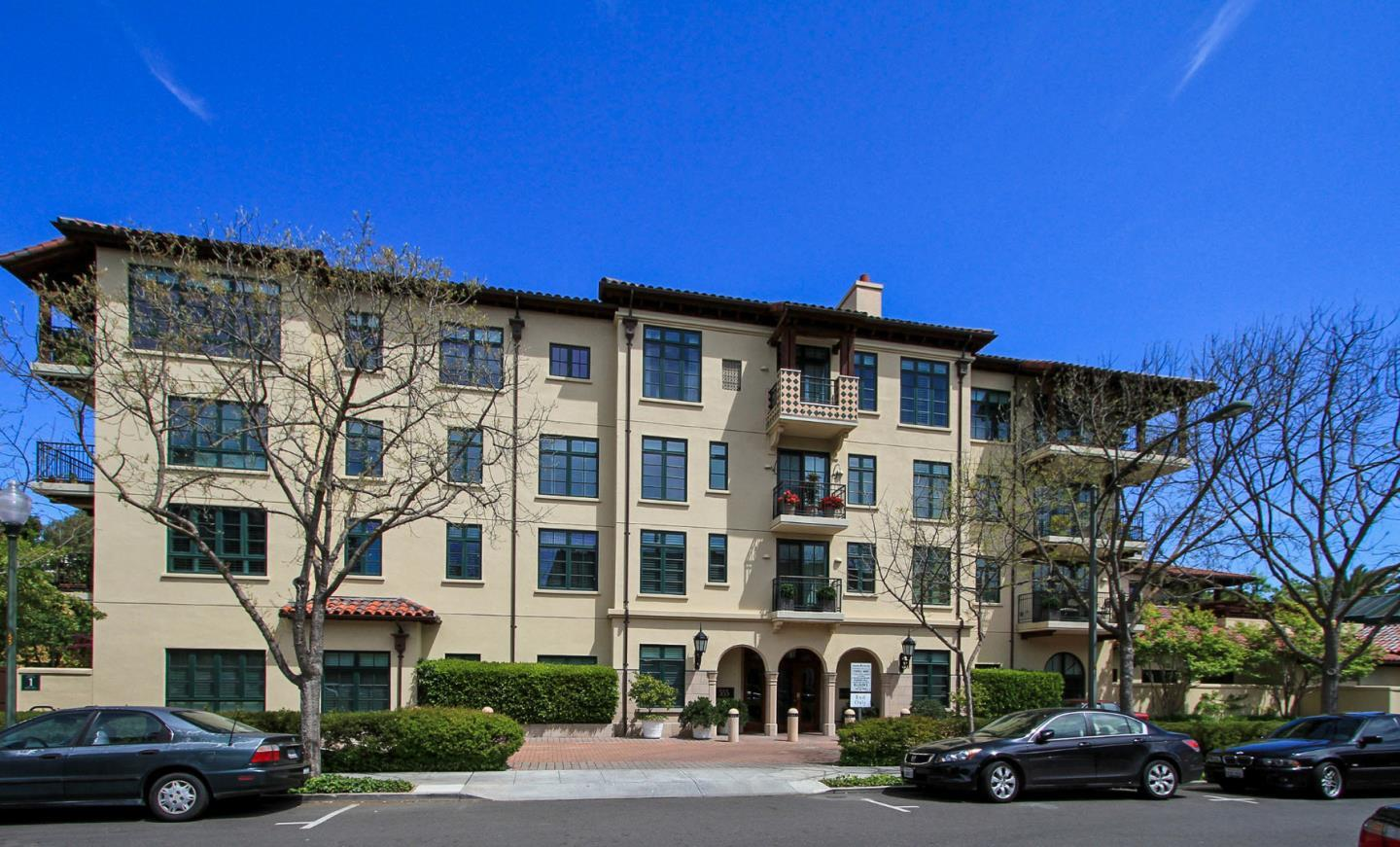 Detail Gallery Image 1 of 15 For 555 Byron St #301,  Palo Alto,  CA 94301 - 3 Beds | 2/1 Baths