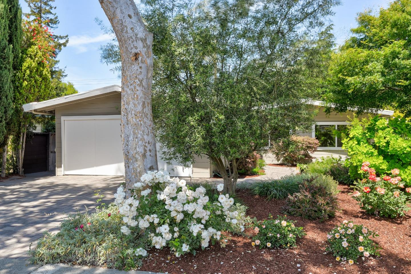 Detail Gallery Image 1 of 1 For 3555 Murdoch Dr, Palo Alto,  CA 94306 - 3 Beds | 2 Baths
