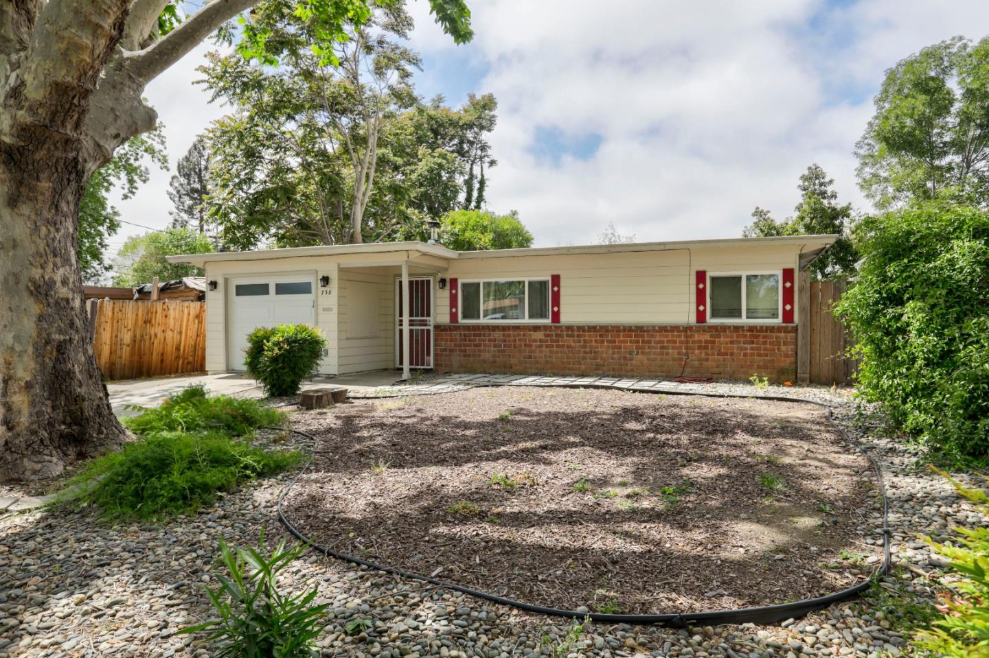 Detail Gallery Image 1 of 1 For 738 Lilly Ave, Hayward,  CA 94544 - 3 Beds   1 Baths
