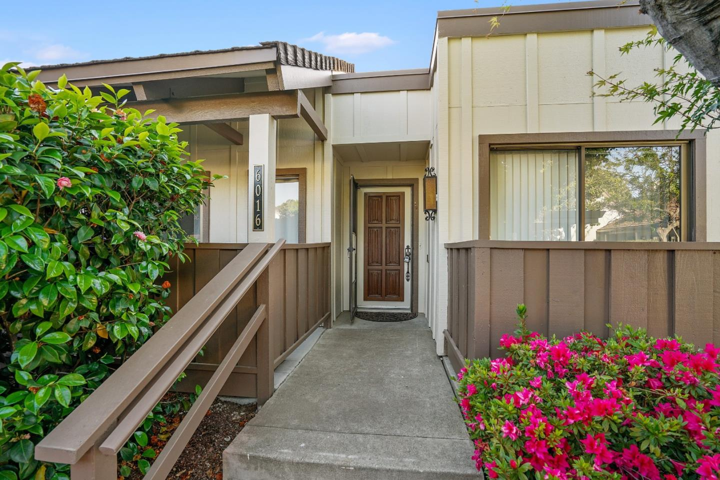 Detail Gallery Image 1 of 1 For 6016 Montgomery, San Jose,  CA 95135 - 2 Beds | 2 Baths