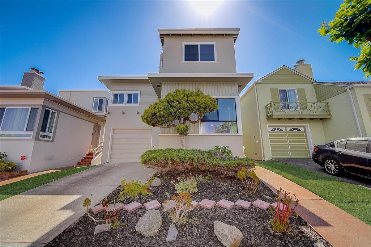Detail Gallery Image 1 of 1 For 68 Elmwood Dr, Daly City,  CA 94015 - 3 Beds | 2/1 Baths
