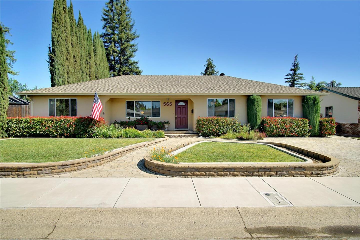 Detail Gallery Image 1 of 1 For 565 La Sierra Way, Gilroy,  CA 95020 - 4 Beds   2 Baths