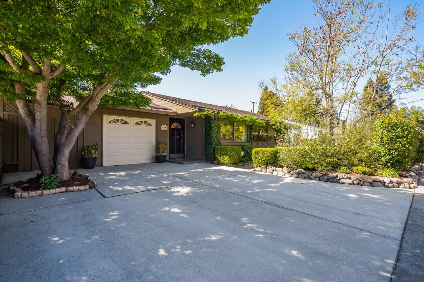 Detail Gallery Image 1 of 1 For 1014 Solana Dr, Mountain View,  CA 94040 - 4 Beds | 2 Baths