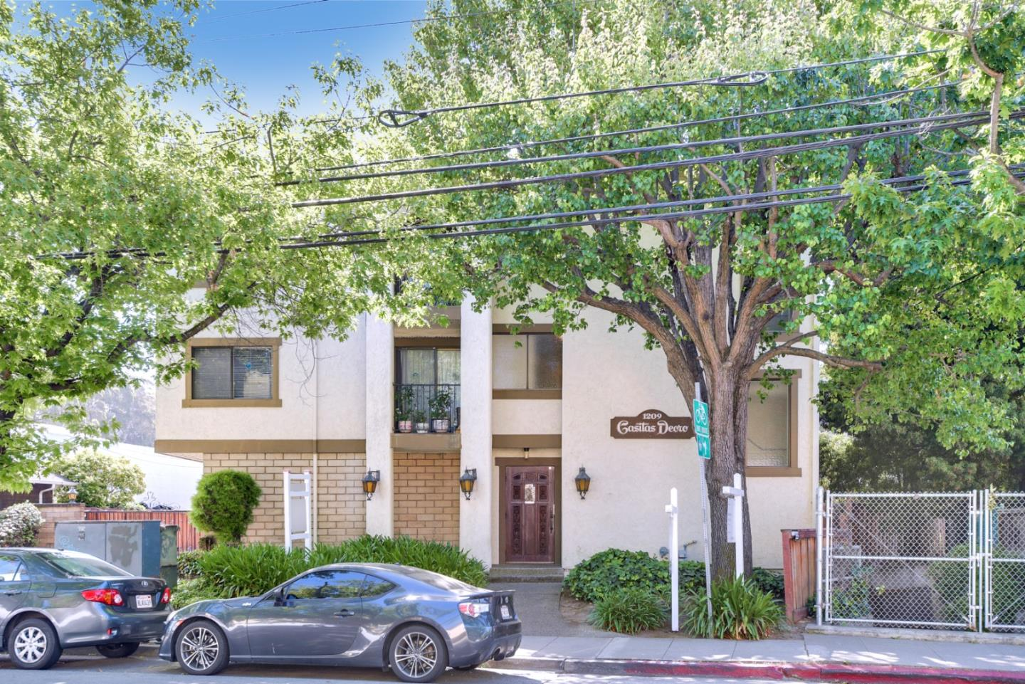 Detail Gallery Image 1 of 1 For 1209 Oak Grove Ave #304,  Burlingame,  CA 94010 - 2 Beds   2 Baths