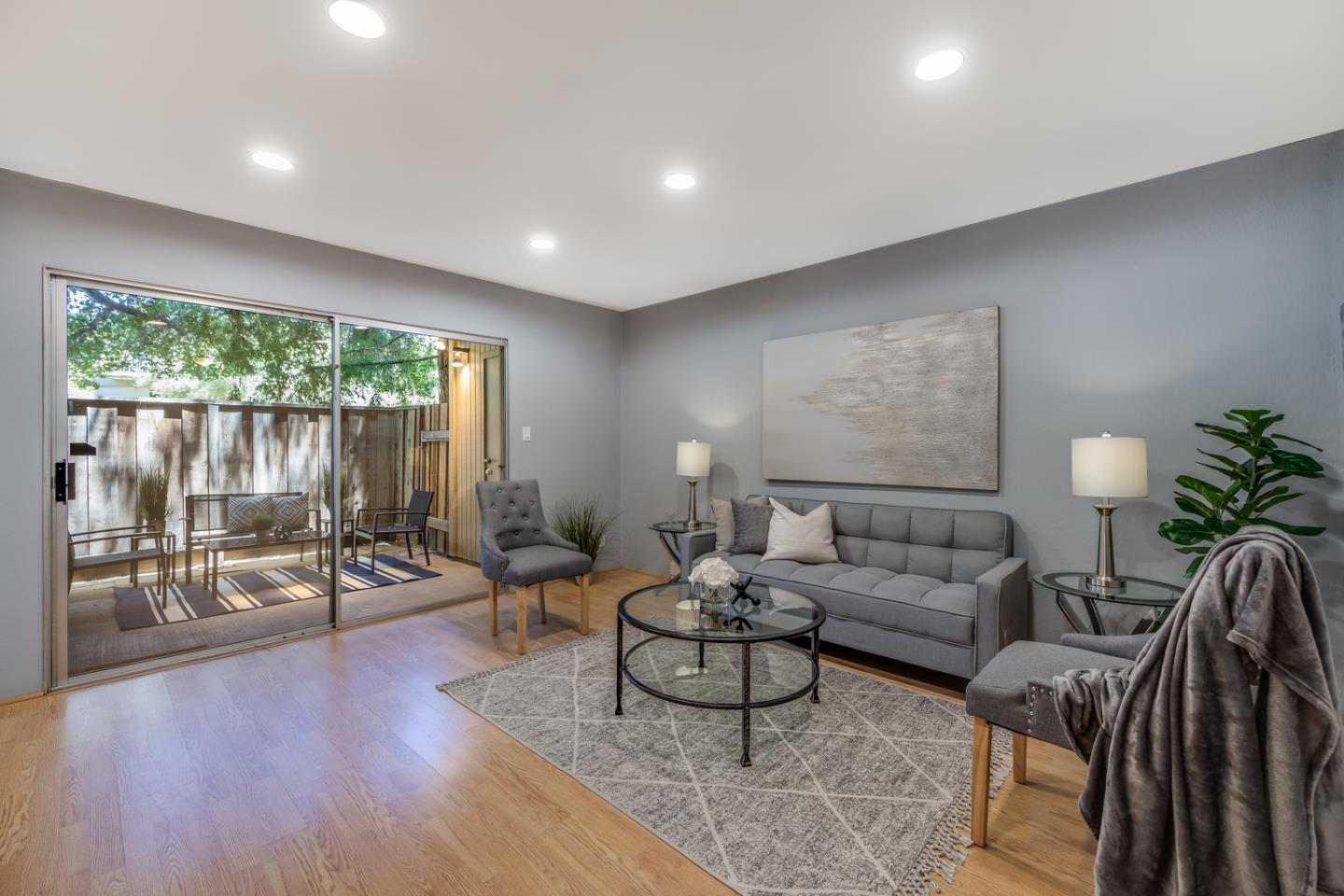 Detail Gallery Image 1 of 17 For 505 Cypress Point Dr #30,  Mountain View,  CA 94043 - 1 Beds | 1 Baths