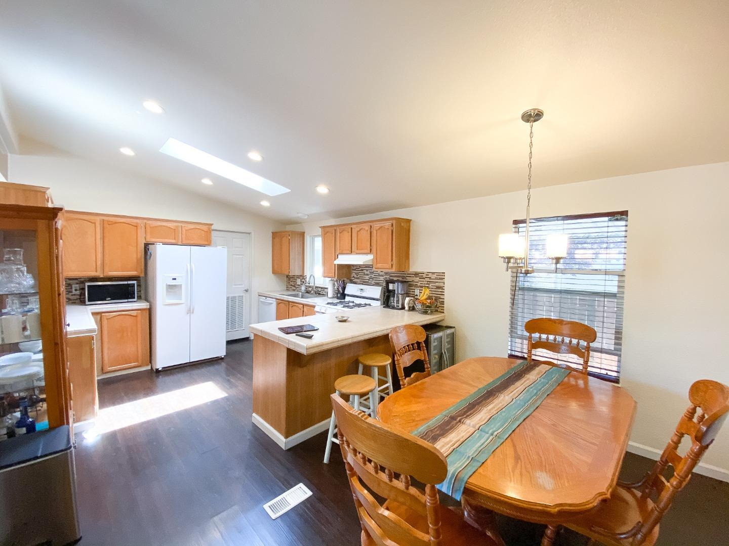 Detail Gallery Image 1 of 21 For 820 Spindrift Ave #820,  San Jose,  CA 95134 - 4 Beds | 2 Baths