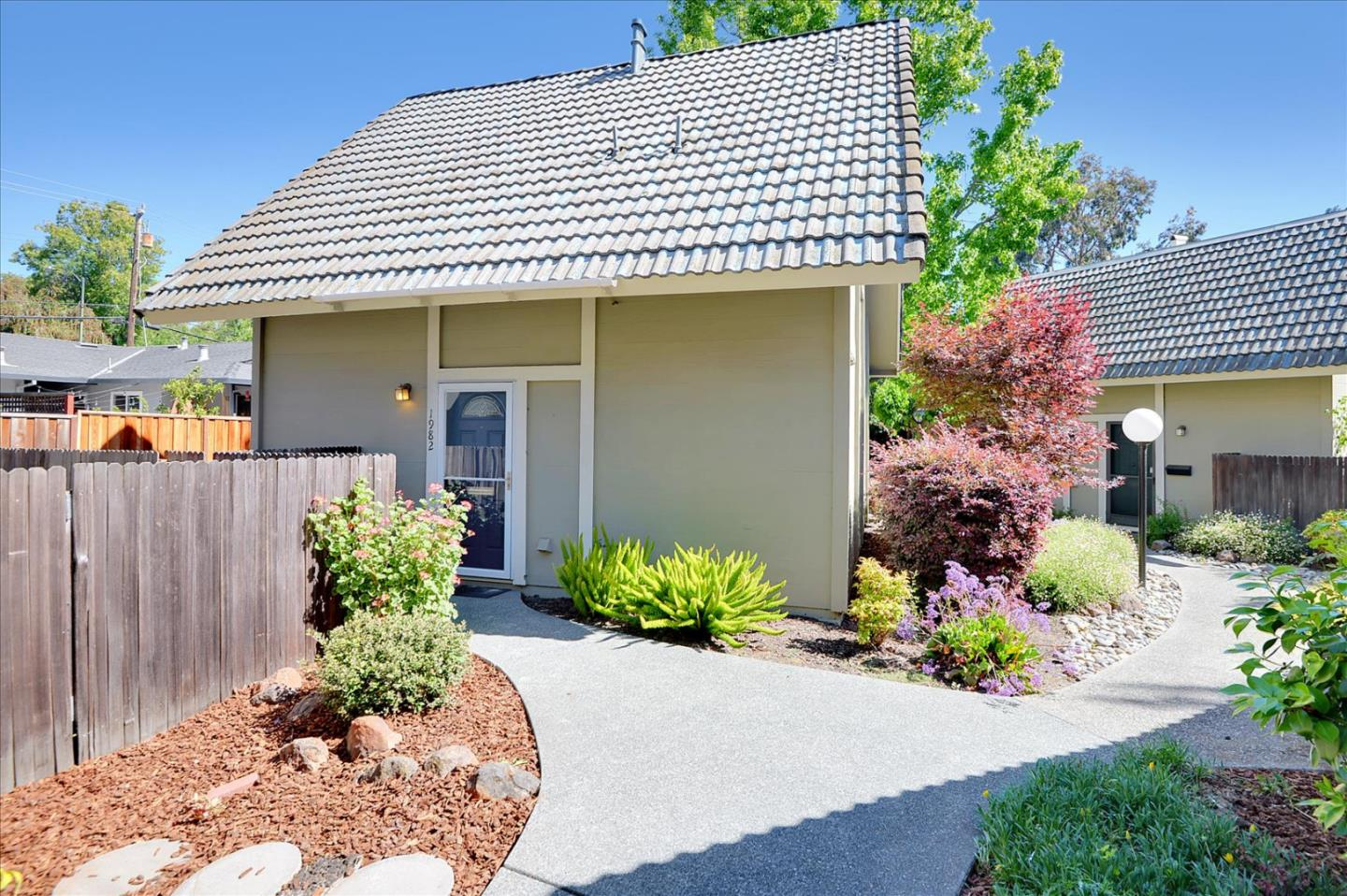 Detail Gallery Image 1 of 26 For 1982 Silverwood Ave, Mountain View,  CA 94043 - 2 Beds | 1/1 Baths