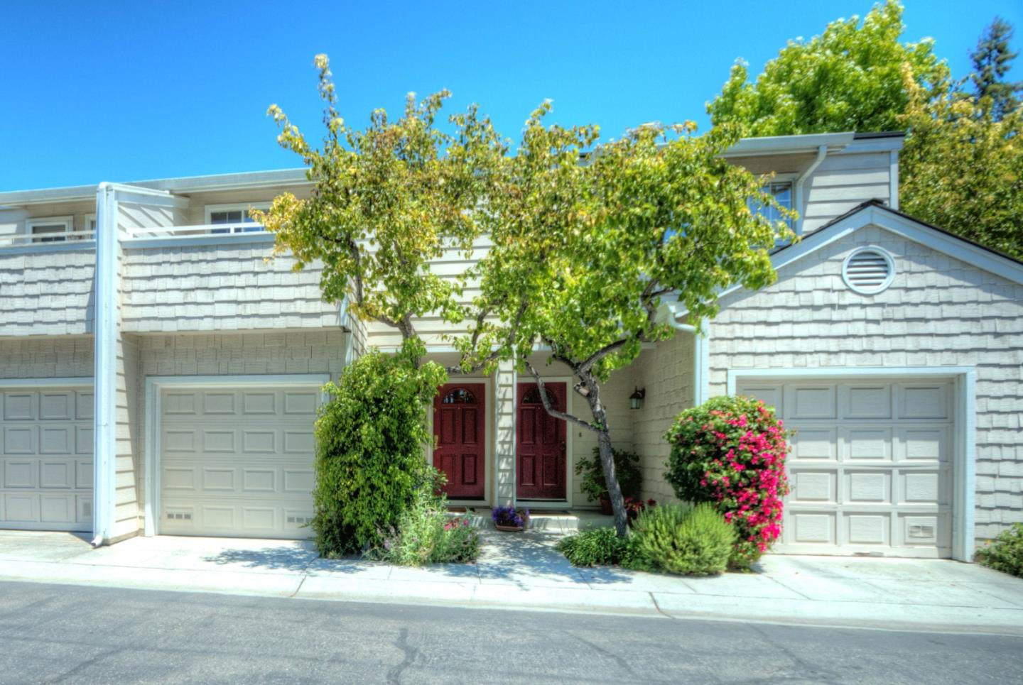 Detail Gallery Image 1 of 1 For 173 Sierra Vista Ave #11,  Mountain View,  CA 94043 - 2 Beds | 2/1 Baths