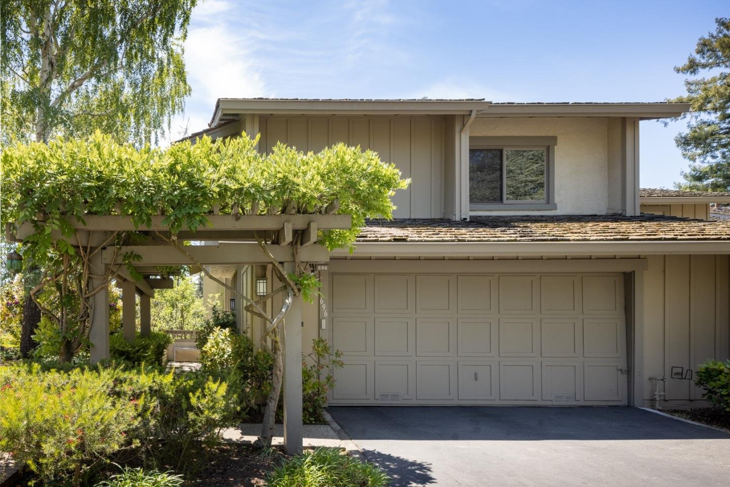 Detail Gallery Image 1 of 1 For 696 Sand Hill Cir, Menlo Park,  CA 94025 - 3 Beds | 2/1 Baths