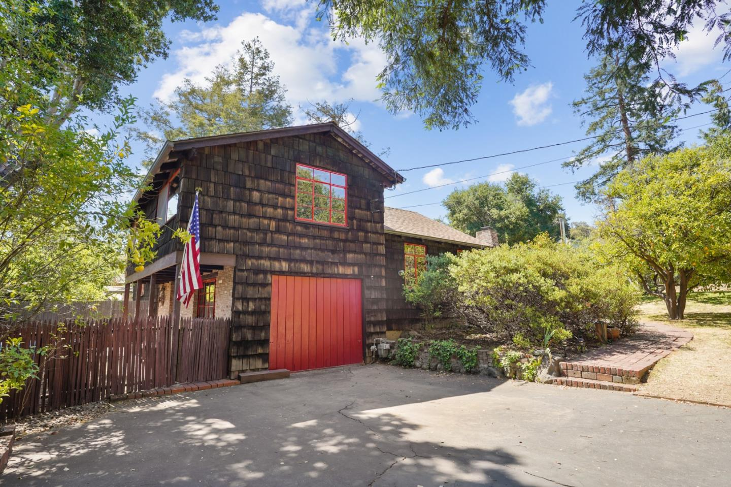 Detail Gallery Image 1 of 1 For 2045 Sharon Rd, Menlo Park,  CA 94025 - 3 Beds | 1/1 Baths