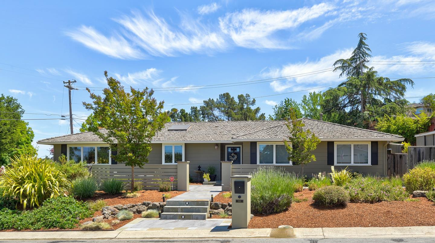 Detail Gallery Image 1 of 24 For 988 Yorkshire Dr, Los Altos,  CA 94024 - 4 Beds | 2 Baths