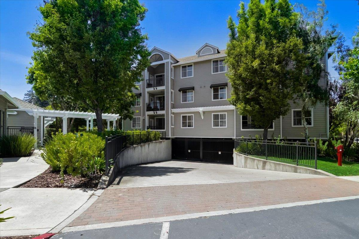 Detail Gallery Image 1 of 30 For 1982 W Bayshore Rd #131,  East Palo Alto,  CA 94303 - 2 Beds | 2 Baths