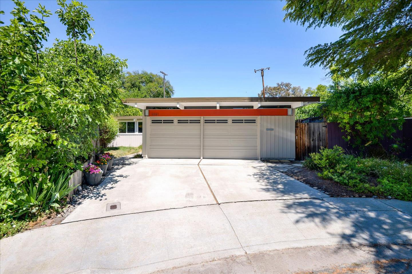 Detail Gallery Image 1 of 1 For 2461 Thaddeus Dr, Mountain View,  CA 94043 - 3 Beds | 2 Baths
