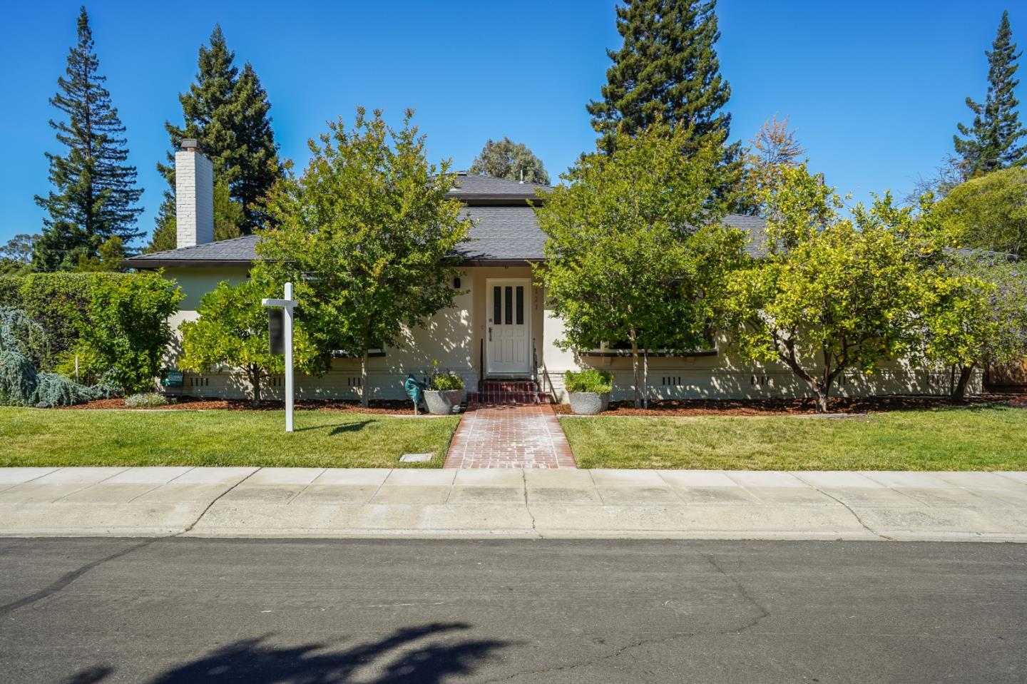 Detail Gallery Image 1 of 1 For 3121 Flowers Ln, Palo Alto,  CA 94306 - 3 Beds | 2/1 Baths