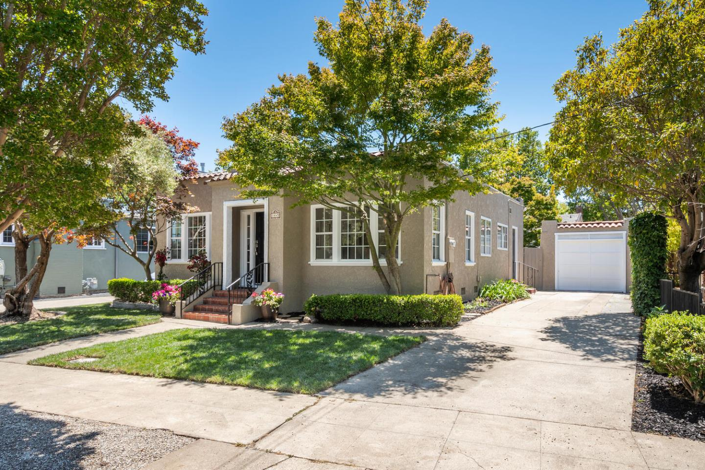 Detail Gallery Image 1 of 22 For 1445 California Dr, Burlingame,  CA 94010 - 2 Beds | 1 Baths