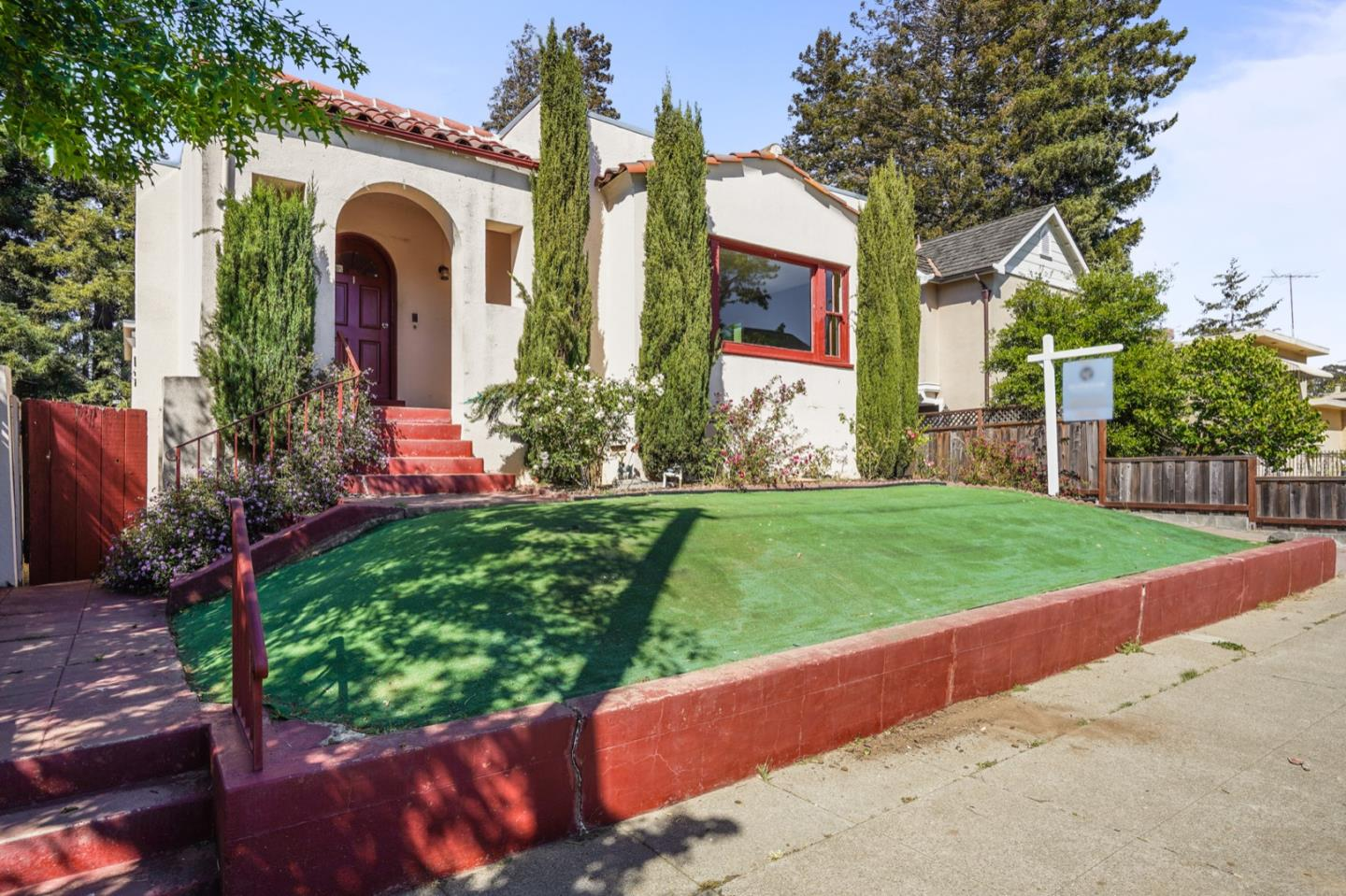 Detail Gallery Image 1 of 1 For 1012 Balboa Ave, Burlingame,  CA 94010 - 4 Beds | 2/2 Baths