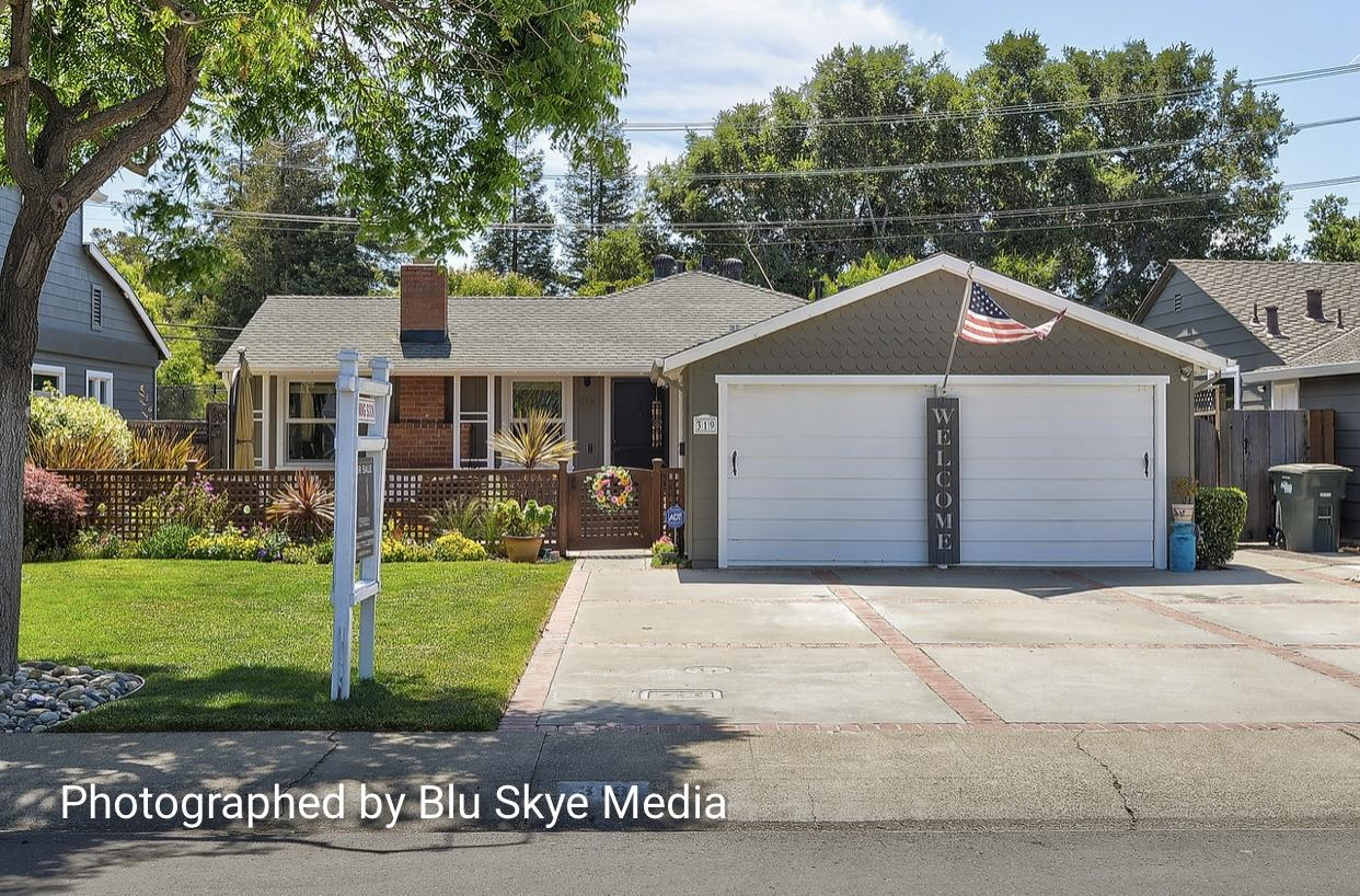 Detail Gallery Image 1 of 1 For 319 Hedge Rd, Menlo Park,  CA 94025 - 2 Beds | 1 Baths