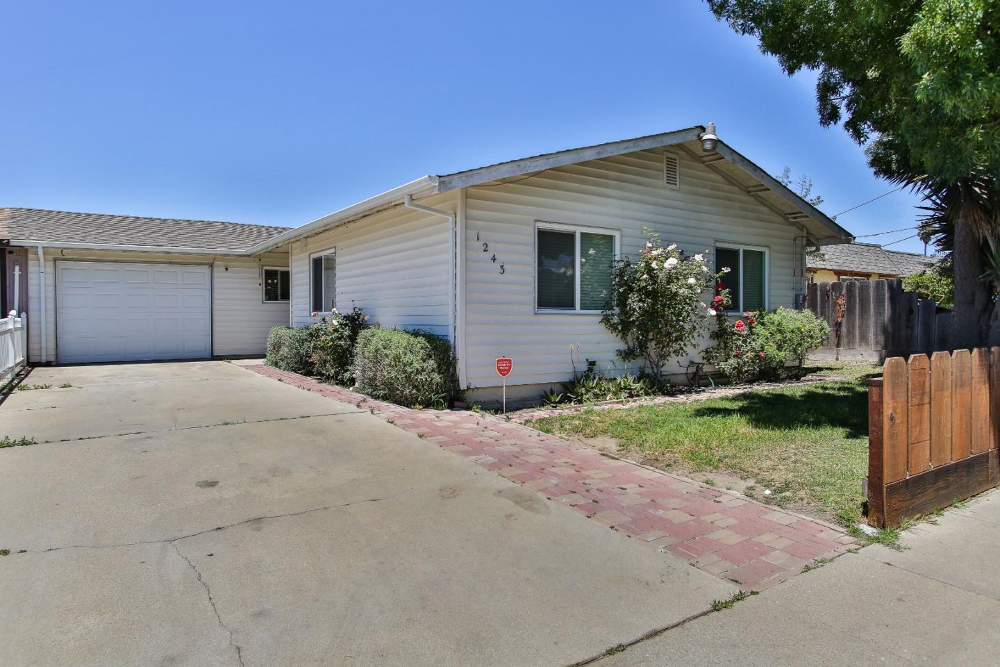 Detail Gallery Image 1 of 17 For 1243 Rider Ave, Salinas,  CA 93905 - 4 Beds   2 Baths