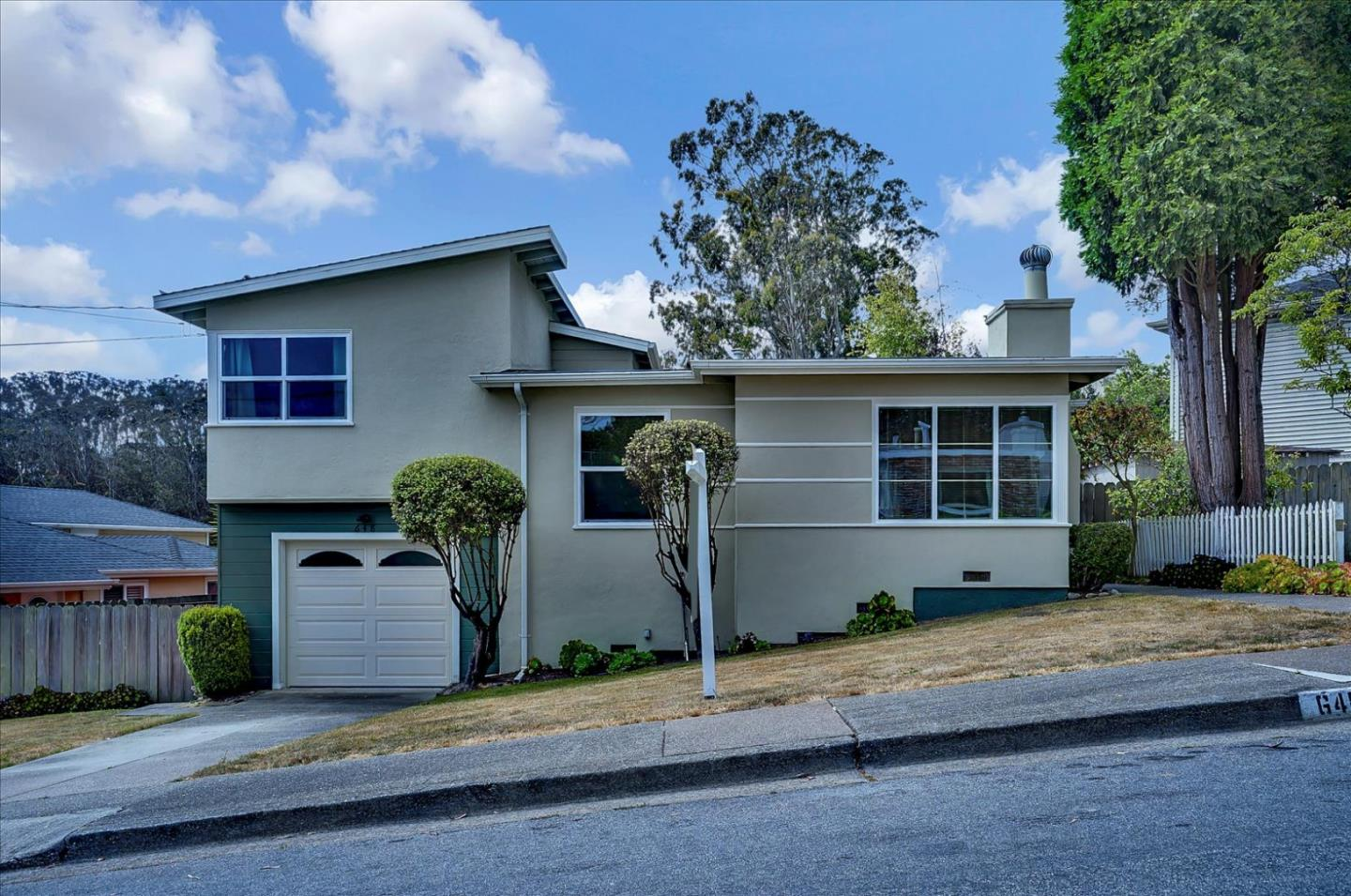 Detail Gallery Image 1 of 1 For 648 Larchmont Dr, Daly City,  CA 94015 - 3 Beds | 1 Baths