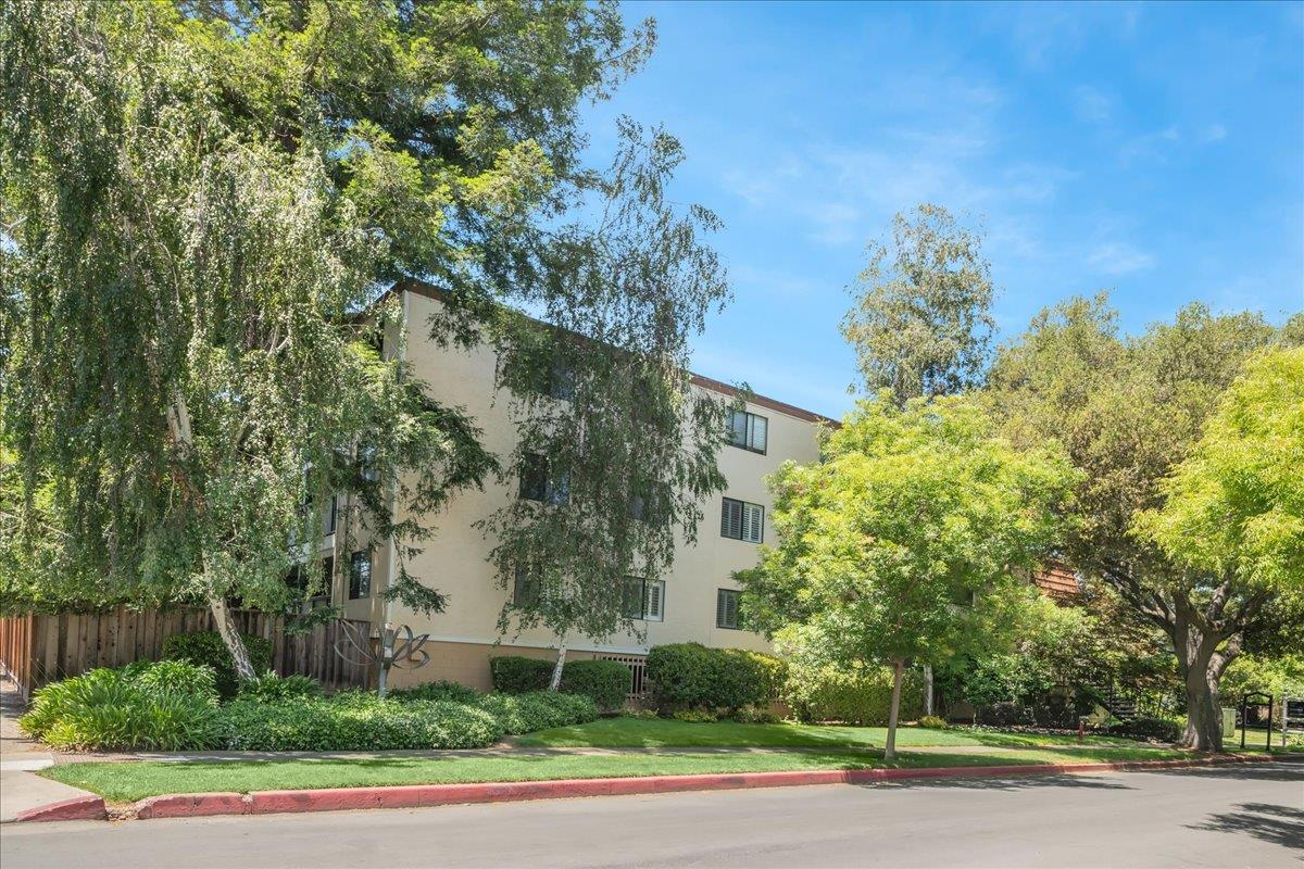 Spacious two bedroom two bath penthouse unit in the heart of downtown Los Altos. This unit comes with two parking spaces in a secure garage. Wonderful central location within walking distance to restaurants, shopping, library and parks.