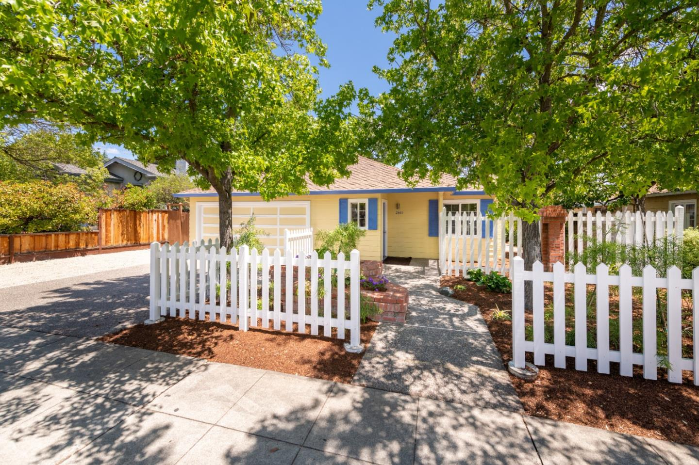 Detail Gallery Image 1 of 1 For 2451 Middlefield Rd, Palo Alto,  CA 94301 - 3 Beds   1 Baths