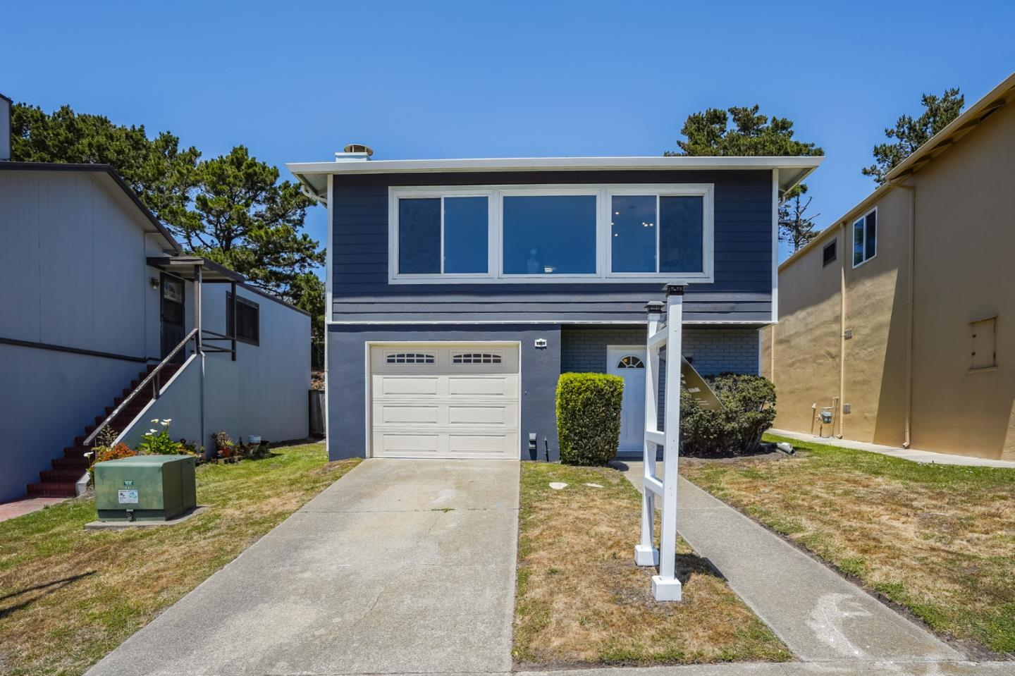 Detail Gallery Image 1 of 1 For 111 Eastridge Cir, Pacifica,  CA 94044 - 4 Beds   2 Baths