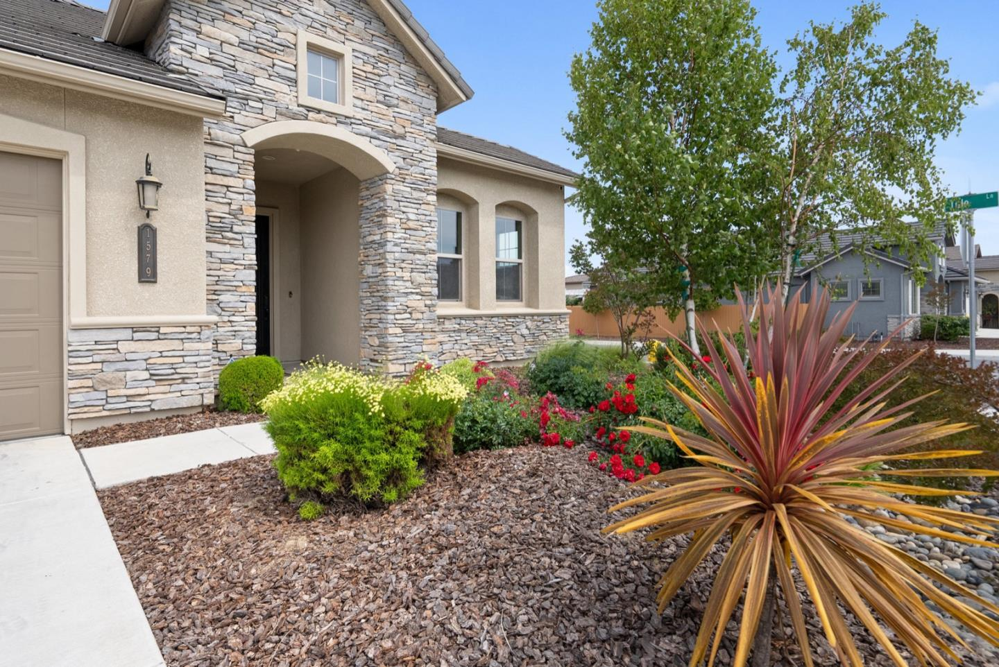 Detail Gallery Image 1 of 1 For 1579 Foxtail Ct, Hollister,  CA 95023 - 4 Beds | 2 Baths