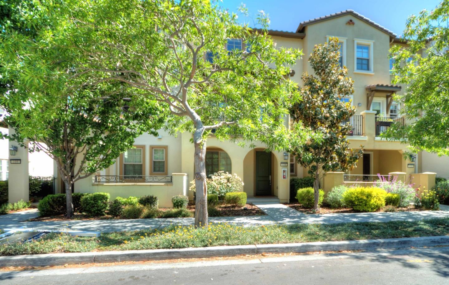 Detail Gallery Image 1 of 28 For 110 Minaret Ave, Mountain View,  CA 94043 - 4 Beds | 3/1 Baths