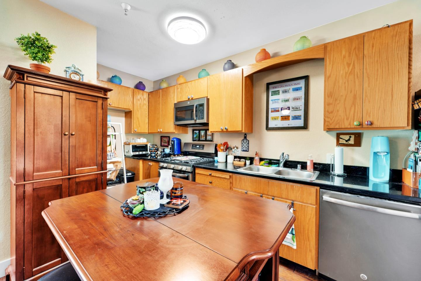 Detail Gallery Image 1 of 15 For 605 Pacific Ave #201,  Santa Cruz,  CA 95060 - 1 Beds | 1 Baths
