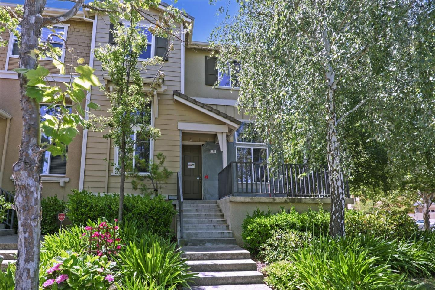 Tastefully staged! Absolutely beautiful 4BR+3BA townhouse, in a quiet location adjacent to the community pool. Most sought after Windermere neighborhood, walking distance to top rated schools, sports parks, and hiking trails. Gorgeous end unit, light & bright, soaring high ceilings and open floor plan, very spacious. Most desirable downstairs bedroom with full bath, perfect for guests or home office. Gourmet kitchen with stainless steel appliances, granite countertop, large island with plenty of cabinets and breakfast nook and more.... A must see!