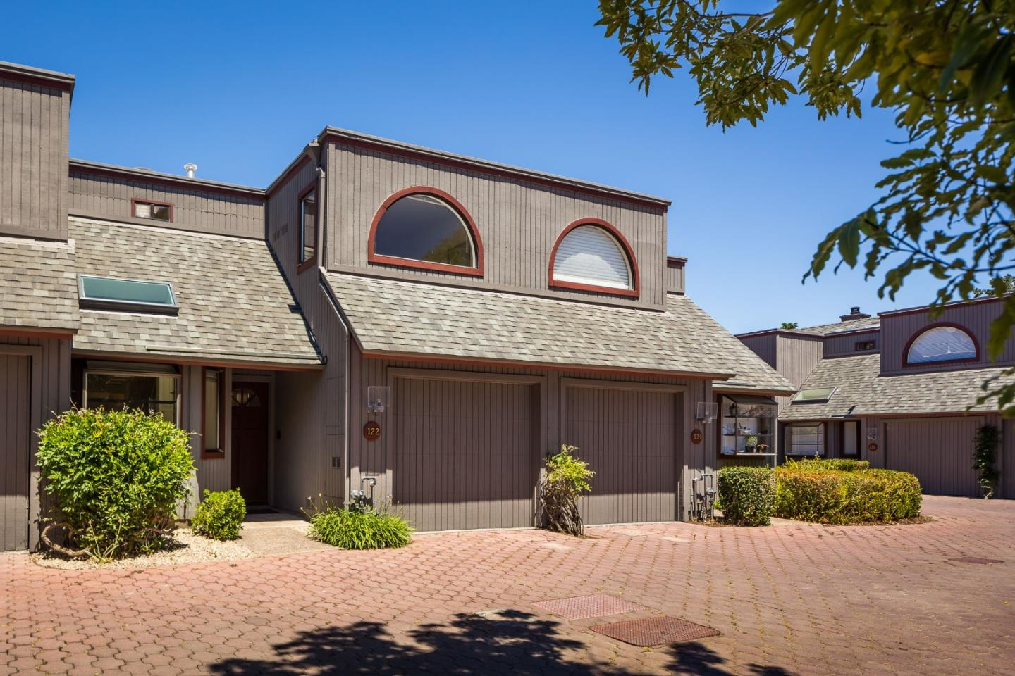 Detail Gallery Image 1 of 1 For 122 Amherst Ave, Menlo Park,  CA 94025 - 2 Beds   2/1 Baths